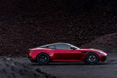 Aston Martin DBS Superleggera 2018, вид сбоку