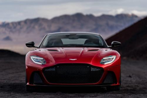 Aston Martin DBS Superleggera 2018, вид спереди