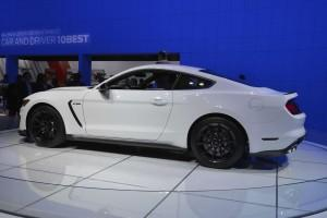 Ford Mustang Shelby GT350 2014, вид сбоку