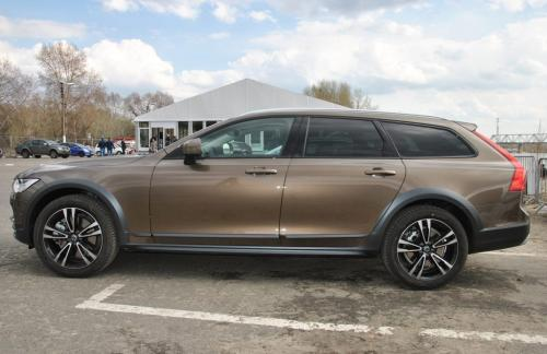 Volvo V90 Cross Country, вид сбоку