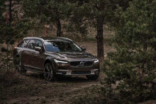 Volvo V90 Cross Country 2017,вид спереди